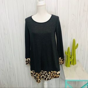 Gray tunic with leopard details
